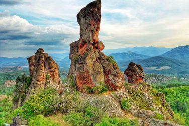 Двудневна екскурзия до Белоградчишки скали, пещера Магурата, Видин и Калафат